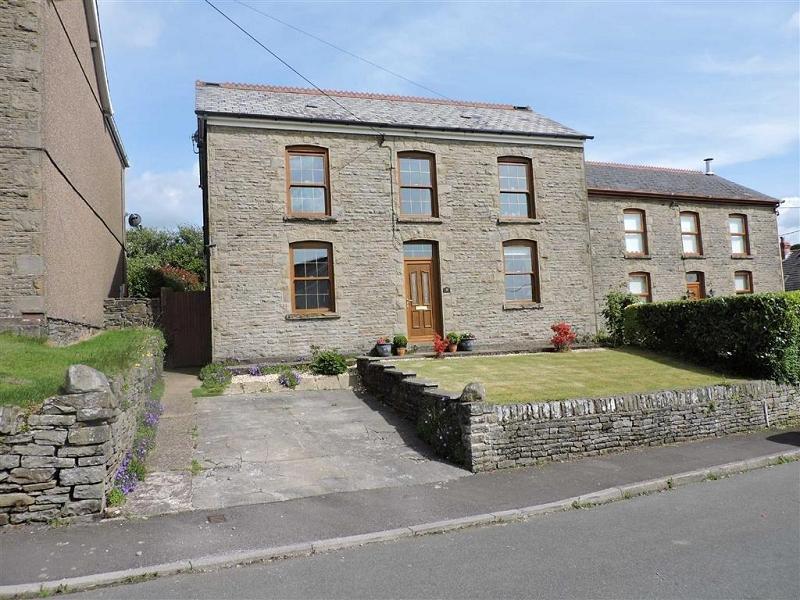4 Bedrooms Detached House for sale in Heol Y Parc , Alltwen, Pontardawe, Swansea.