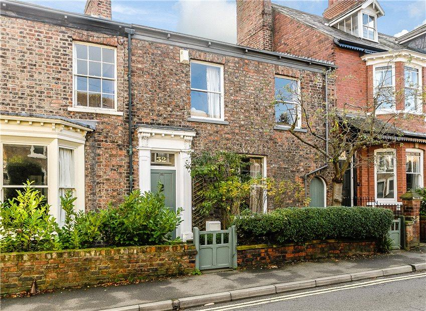 3 Bedrooms Terraced House for sale in Burton Stone Lane, York, YO30