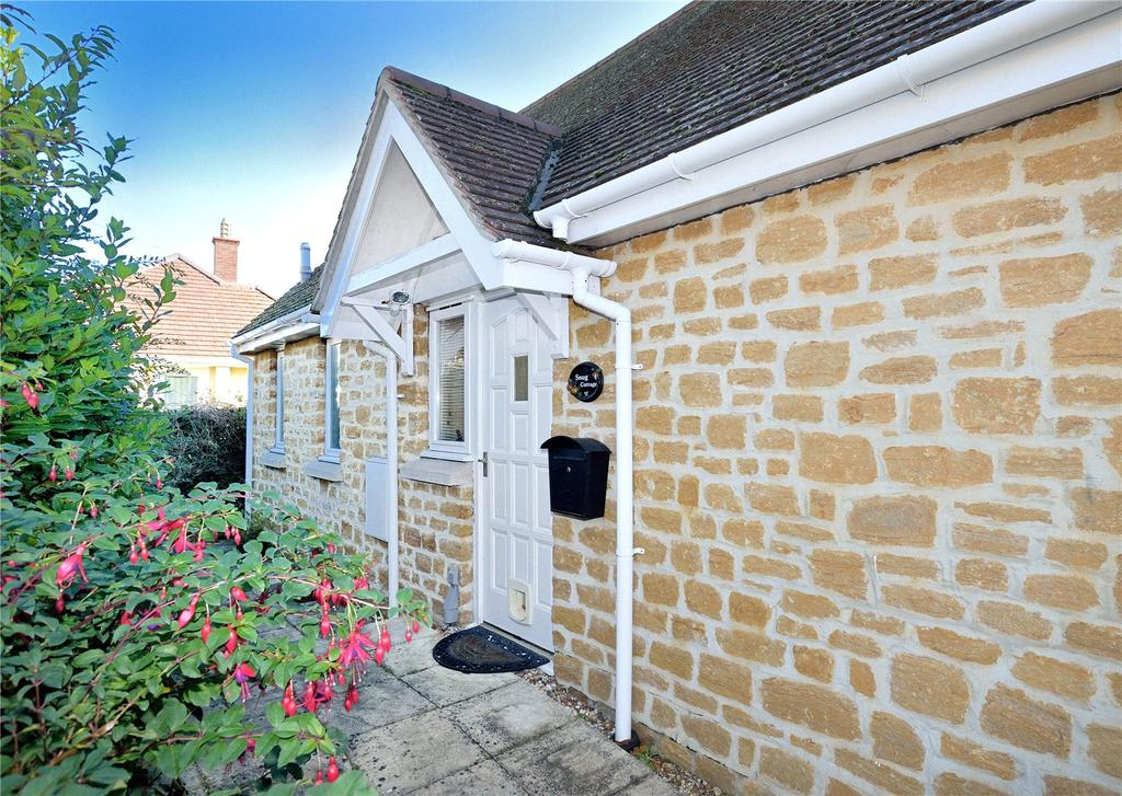2 Bedrooms Semi Detached Bungalow for sale in 15 The Old School Place, Sherborne, Dorset