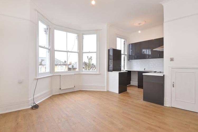2 Bedrooms Apartment Flat for rent in Jerningham Road New Cross SE14
