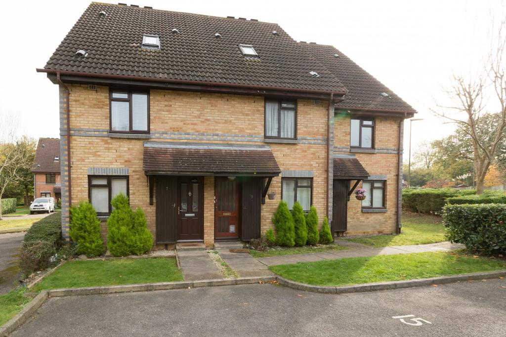 2 Bedrooms House for rent in Lawrence Close, Guildford, Surrey, GU4