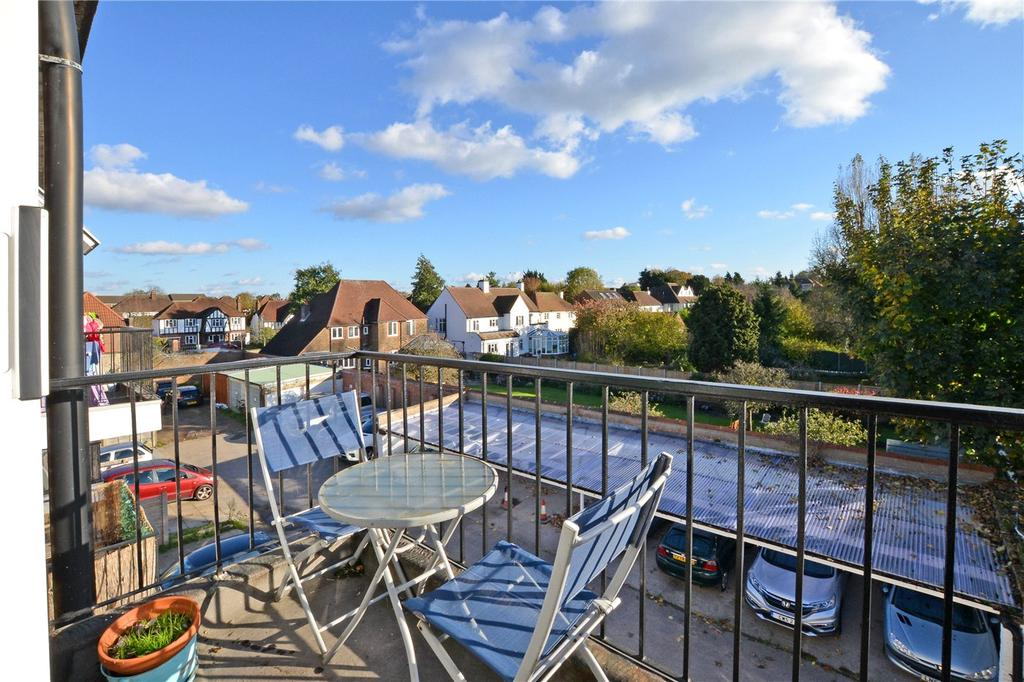 Studio Flat for sale in Royal Crest House, 26 Upper Mulgrave Road, Cheam, Surrey, SM2