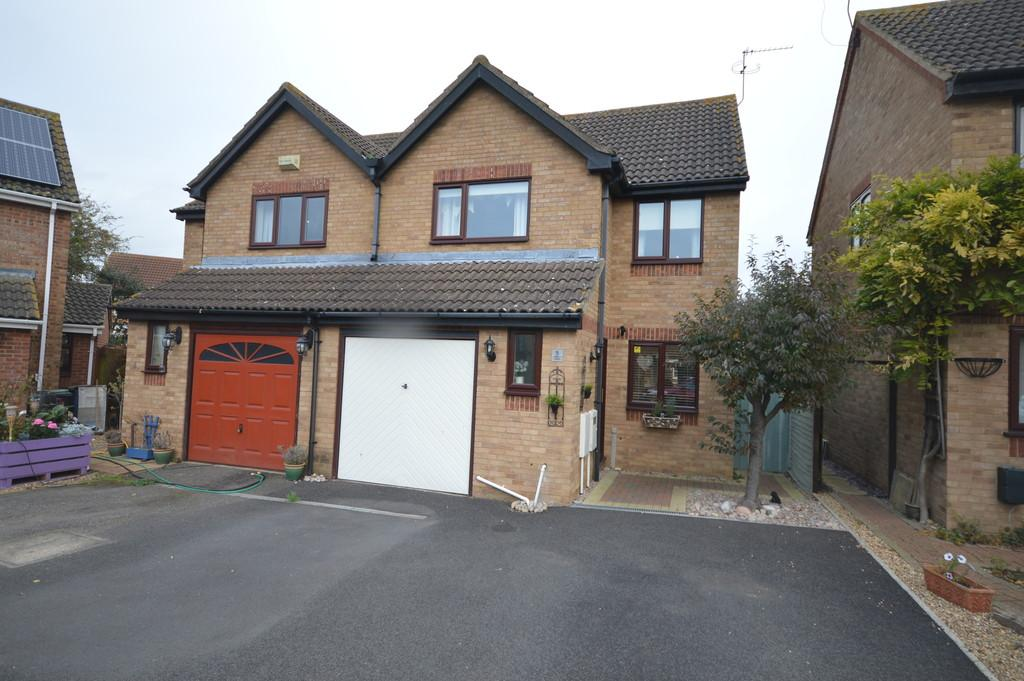 3 Bedrooms Semi Detached House for sale in Elm Court, Thrapston