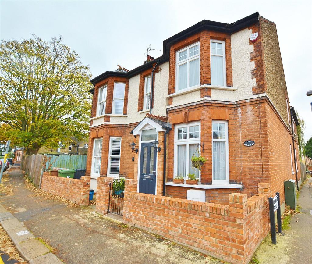 4 Bedrooms Semi Detached House for sale in Glencoe Road, Bushey, Hertfordshire, WD23