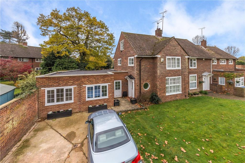 5 Bedrooms Semi Detached House for sale in Beehive Green, Welwyn Garden City, Hertfordshire