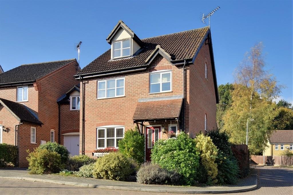 4 Bedrooms Detached House for sale in Lukins Drive, Great Dunmow