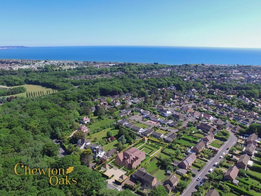 2 Bedrooms Apartment Flat for sale in HIGHCLIFFE ON SEA