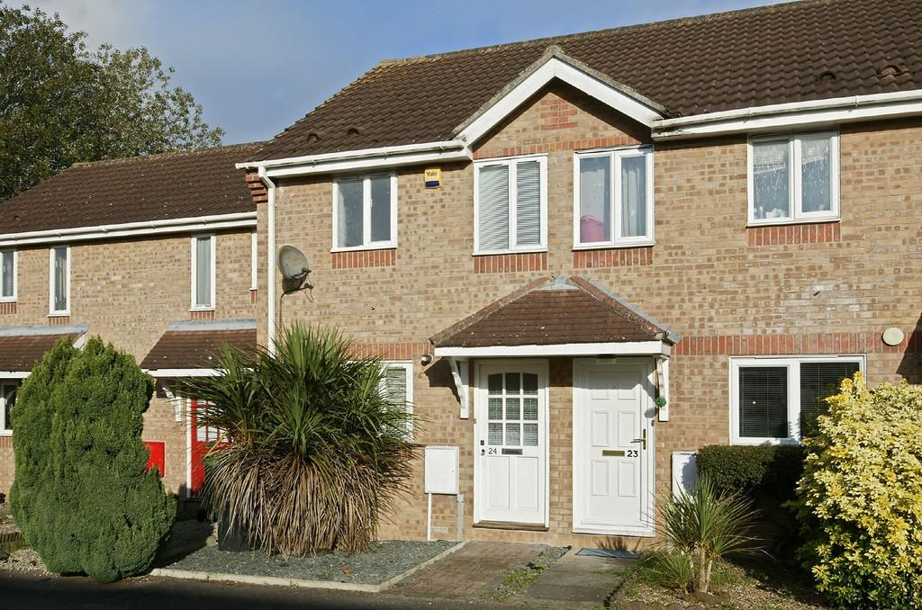 2 Bedrooms Terraced House for sale in Jasmine Court, Attleborough