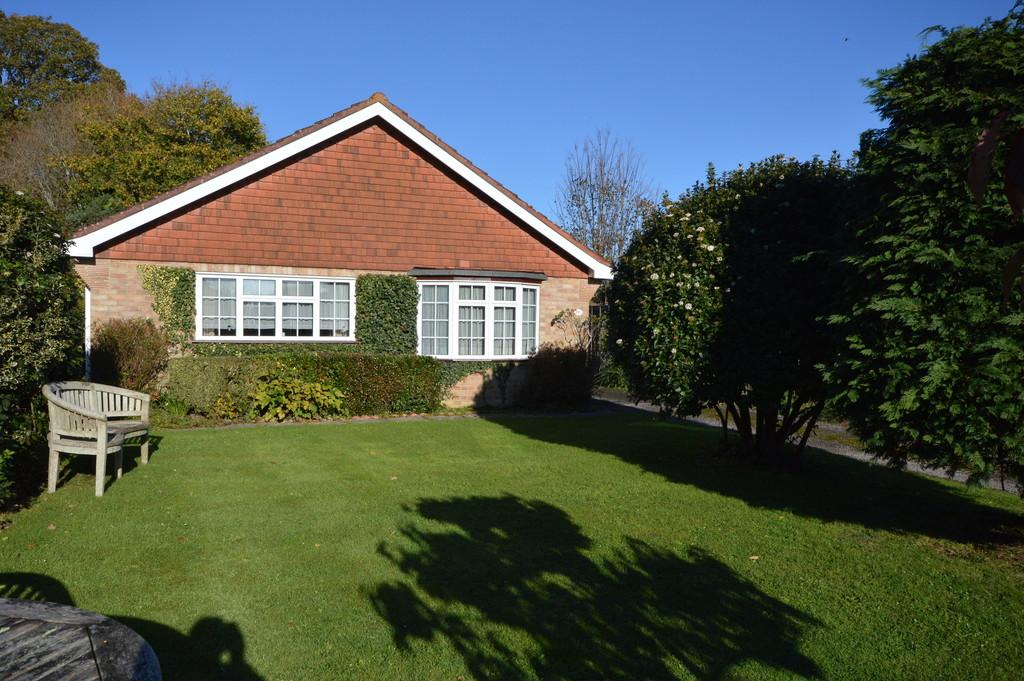 3 Bedrooms Detached Bungalow for sale in Turners Farm Crescent, Hordle