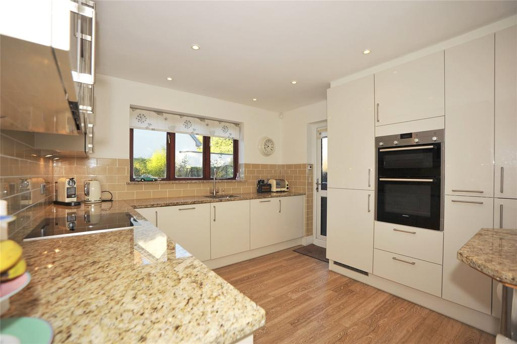 4 Bedrooms Detached House for sale in Newlands Close, Hutton, Brentwood, Essex, CM13