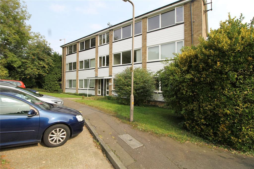 2 Bedrooms Apartment Flat for sale in Barrington Court, Rayleigh Road, Brentwood, Essex, CM13