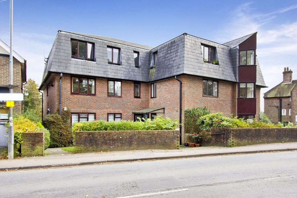 2 Bedrooms Flat for sale in Croft Road, Crowborough