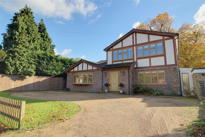 4 Bedrooms Detached House for sale in Rectory Park, Sanderstead South Croydon