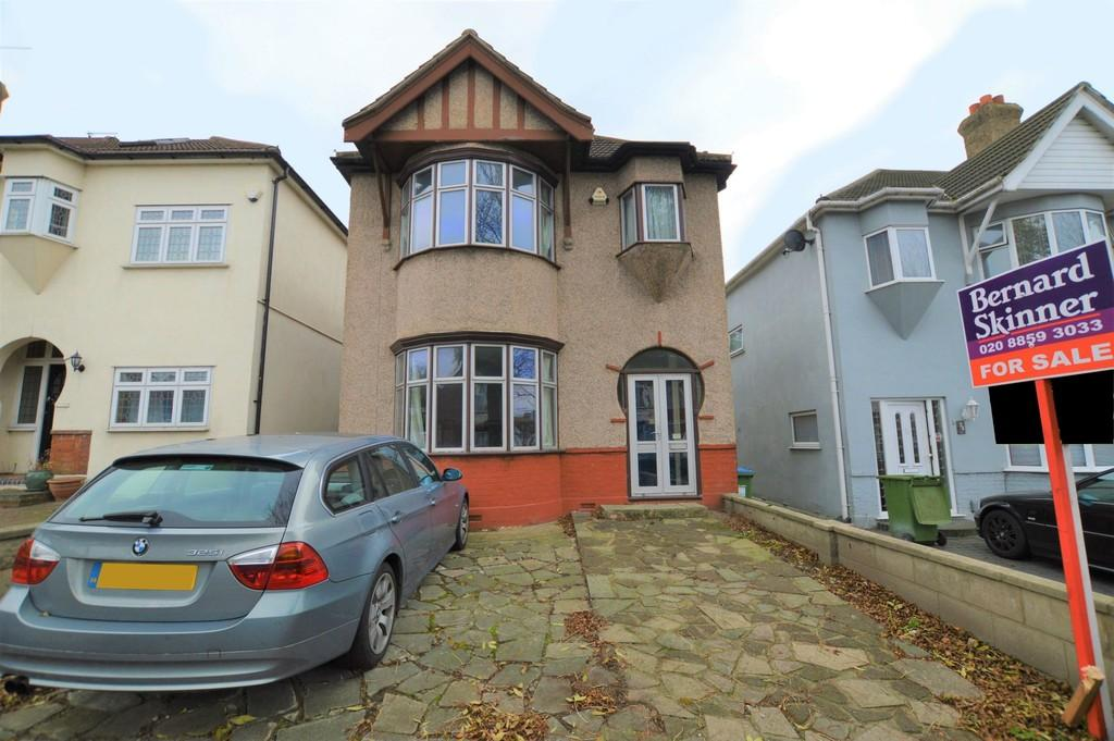 3 Bedrooms Semi Detached House for sale in Dobell Road, Eltham SE9