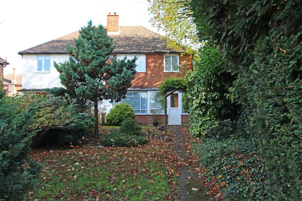 3 Bedrooms Semi Detached House for sale in Brighton Road, Lower Kingswood