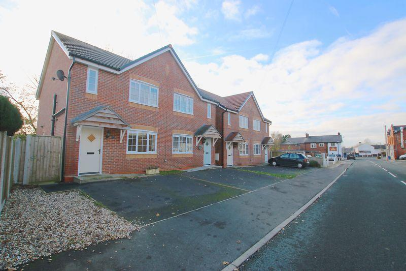 3 Bedrooms Semi Detached House for sale in Gill Lane, Walmer Bridge