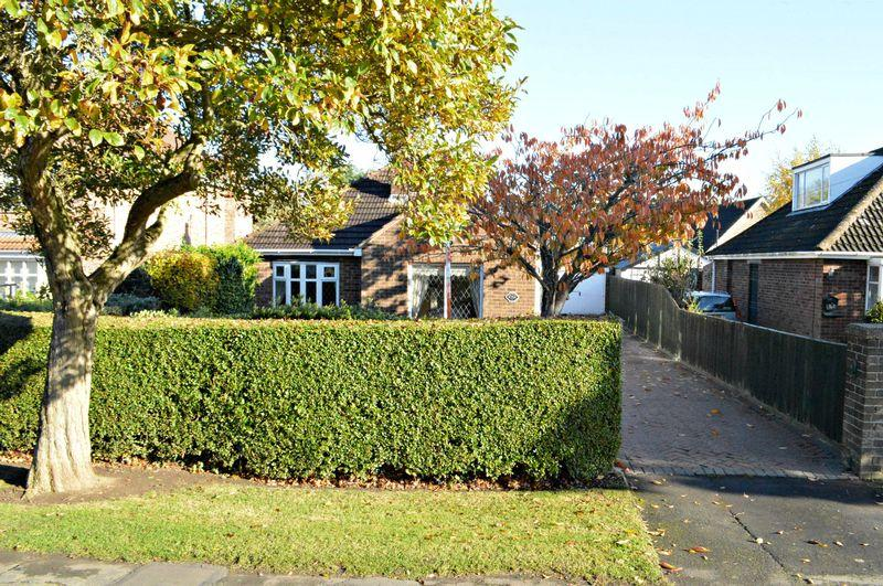 2 Bedrooms Detached Bungalow for sale in Cheapside, Waltham