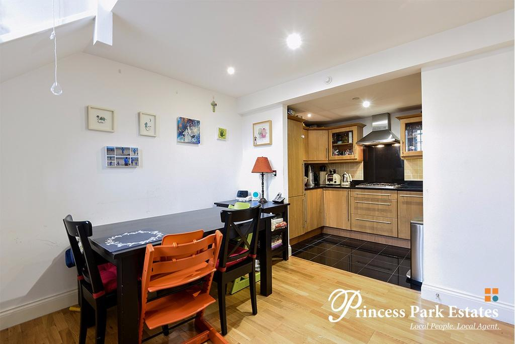 2 Bedrooms Apartment Flat for sale in Princess Park Manor, Royal Drive, London N11 3GX