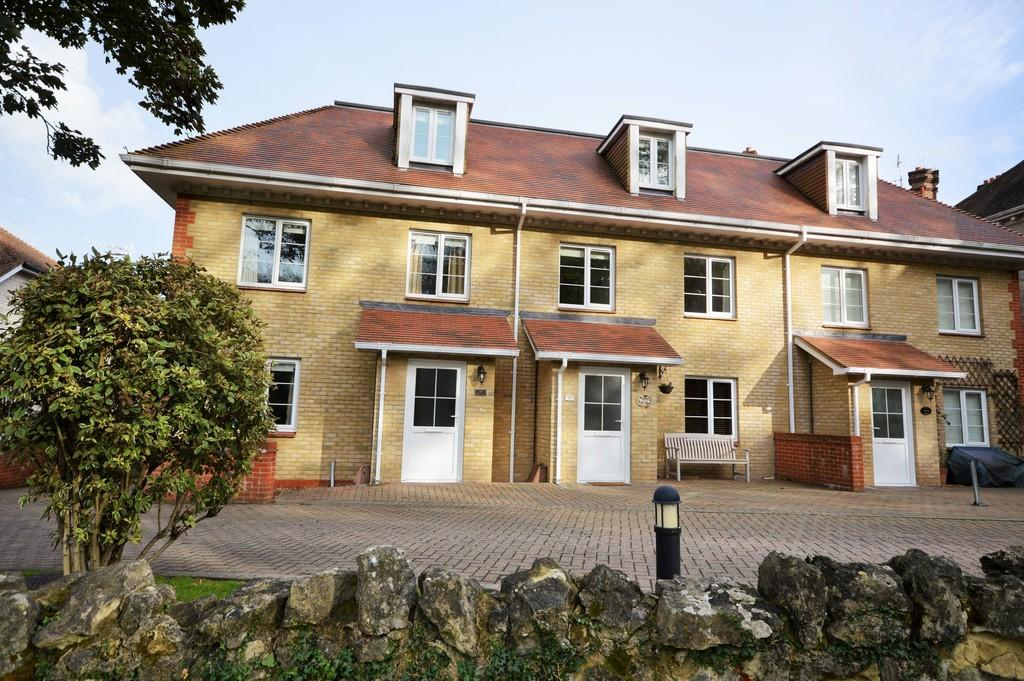 3 Bedrooms Town House for sale in Manor Road, Shanklin