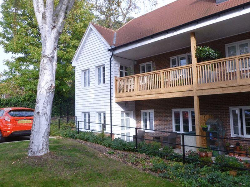 2 Bedrooms Retirement Property for sale in 32 Mickleham Gardens, Sutton- Over 55's Retirement Property