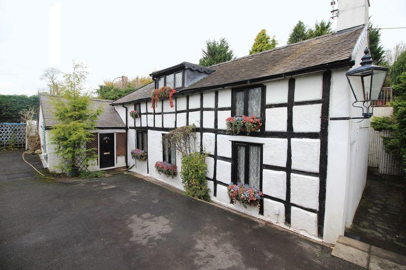 3 Bedrooms Detached House for sale in Old Smithy, Llansantffraid