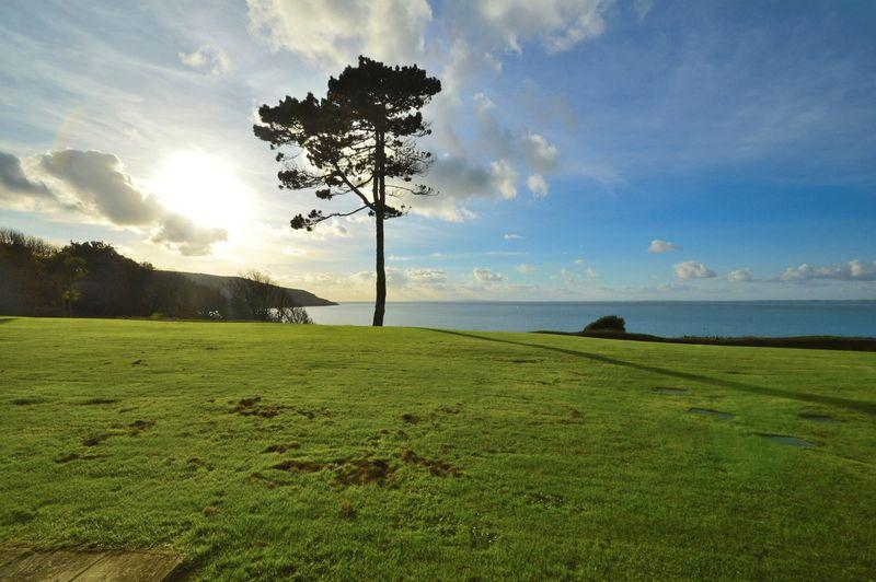 3 Bedrooms Apartment Flat for sale in Totland Bay PO39 0BG