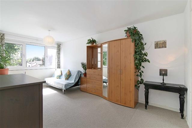 1 Bedroom Flat for sale in Forest Lane, Stratford