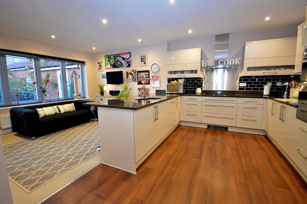 4 Bedrooms Detached House for sale in Braeburn Road, Great Horkesley