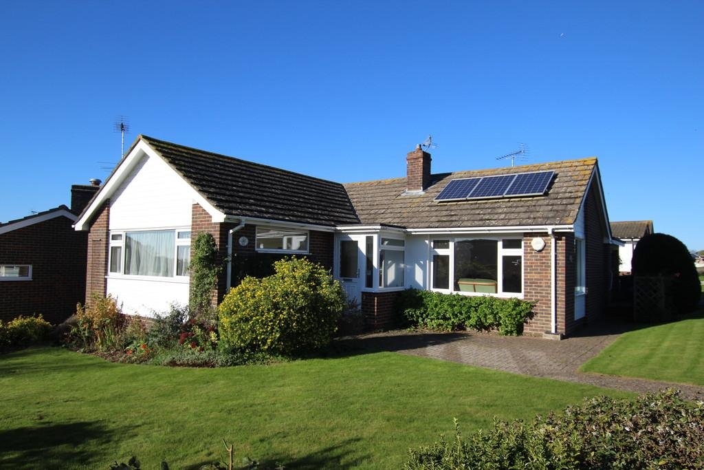 2 Bedrooms Detached Bungalow for sale in Long Meadow, Worthing, BN14 0HX
