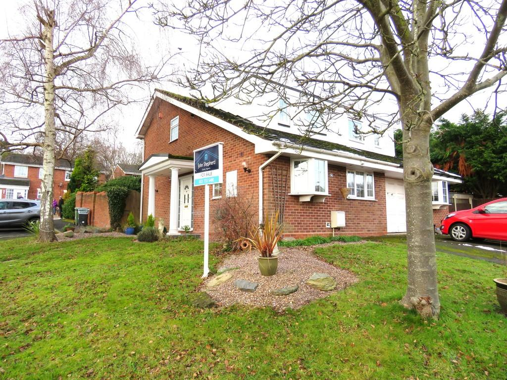 3 Bedrooms Semi Detached House for sale in Ladbrook Close, Redditch
