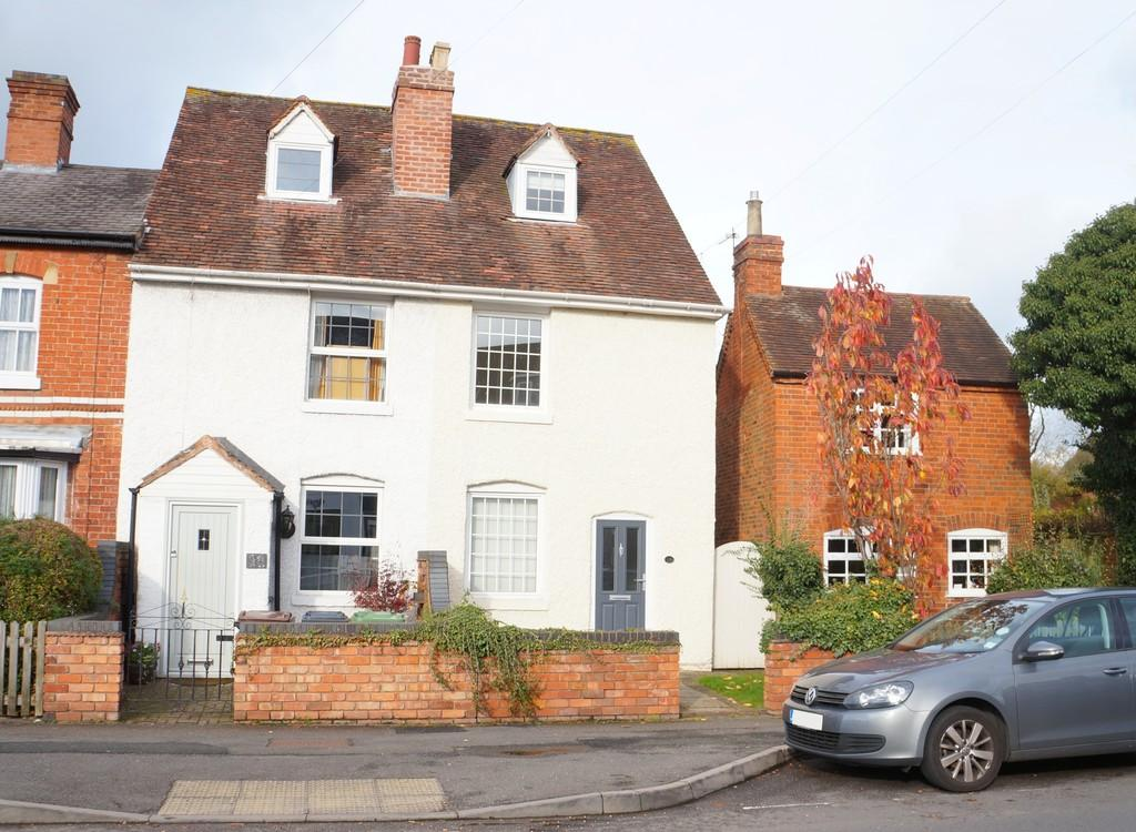 3 Bedrooms Semi Detached House for sale in Station Road, Knowle