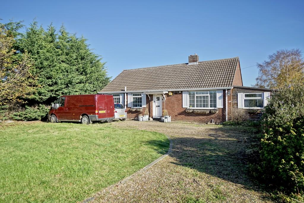 3 Bedrooms Detached Bungalow for sale in St. Neots Road, Sandy