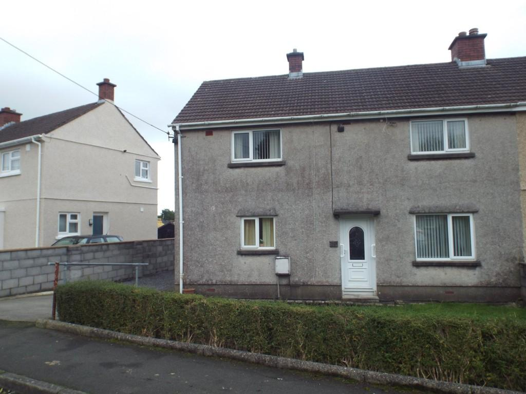 3 Bedrooms Semi Detached House for sale in Maesglas, Pontyates