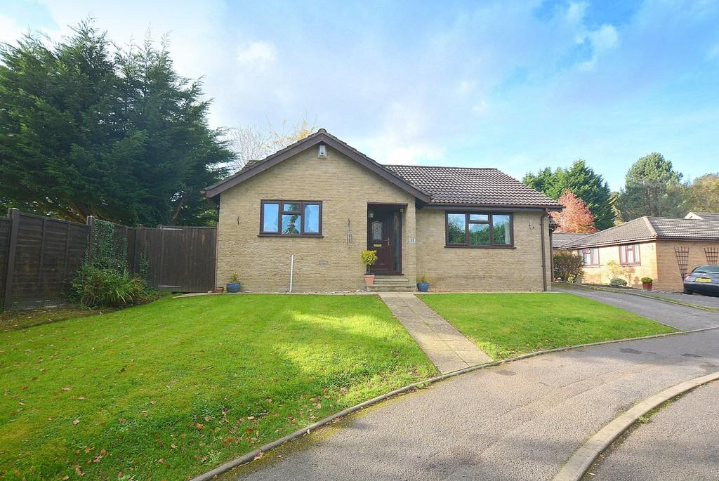 3 Bedrooms Detached Bungalow for sale in Farriers Close, Wimborne
