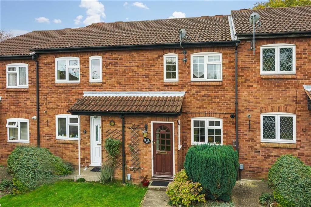 2 Bedrooms Terraced House for sale in Runcie Close, St Albans, Hertfordshire