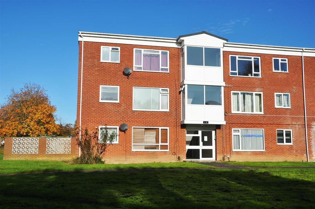 2 Bedrooms Apartment Flat for sale in Raynsford Walk, Warwick