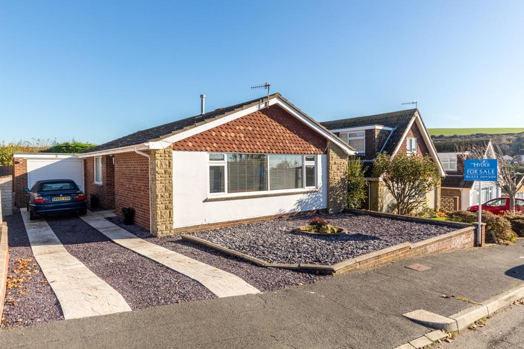 3 Bedrooms Bungalow for sale in Effingham Close, Saltdean, Brighton BN2