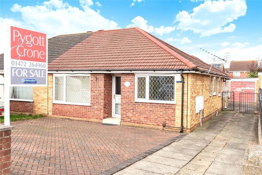 3 Bedrooms Semi Detached Bungalow for sale in Oakwood Drive, Grimsby, DN37