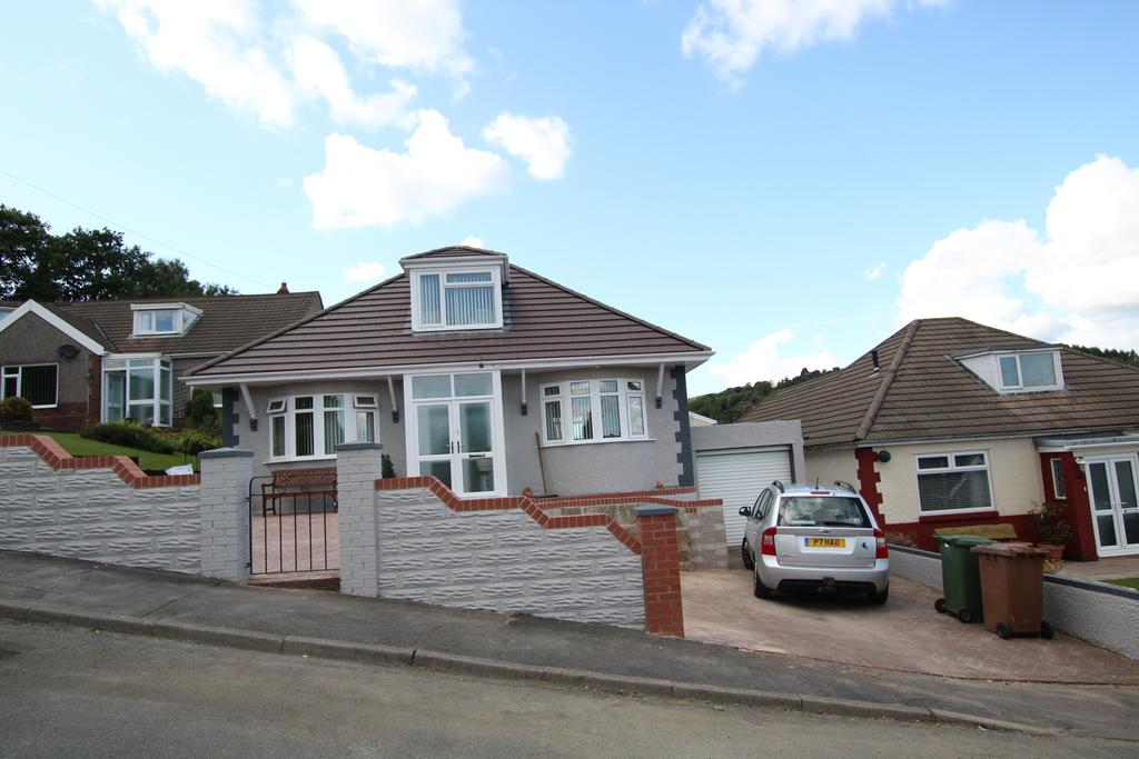 3 Bedrooms Detached Bungalow for sale in Tyn y Coed, Ystrad Mynach, Hengoed CF82