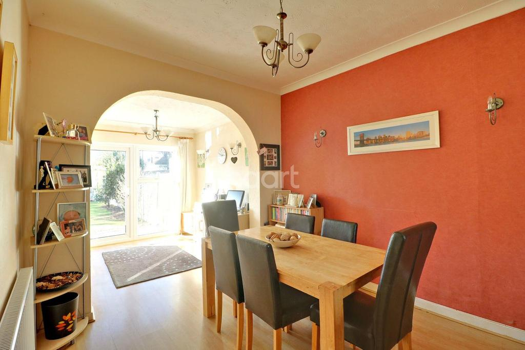 3 Bedrooms Semi Detached House for sale in Lyme Road, Southend On Sea