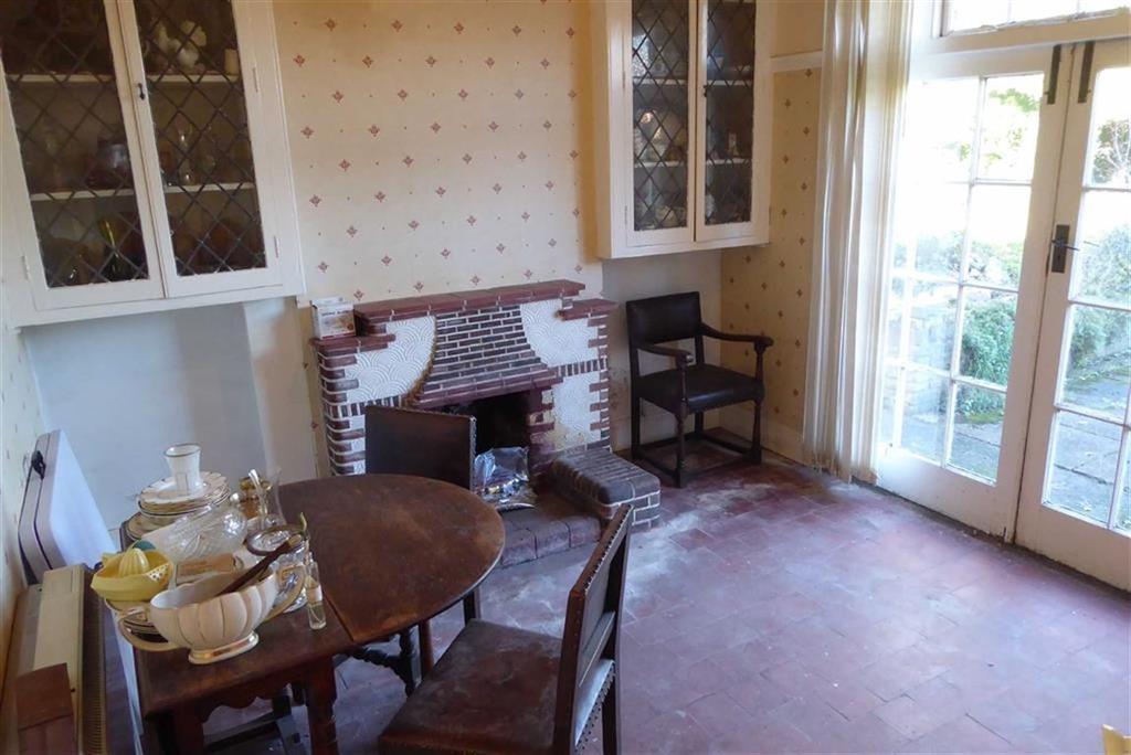 Rear breakfast room/lounge