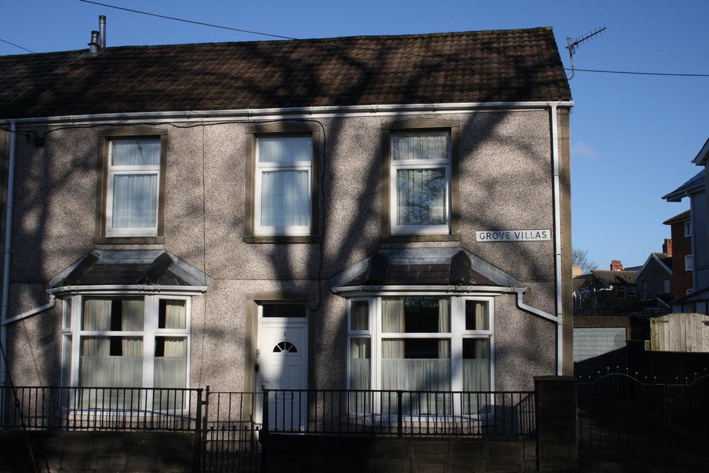 4 Bedrooms Semi Detached House for sale in Grove Villas, Rhymney NP22