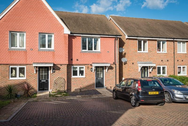 2 Bedrooms Semi Detached House for sale in Sand Ridge, Uckfield