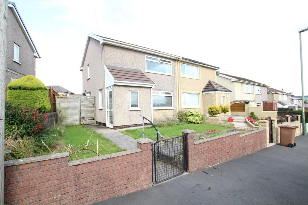 2 Bedrooms Semi Detached House for sale in St Marys road, Pontllanfraith, Blackwood NP12