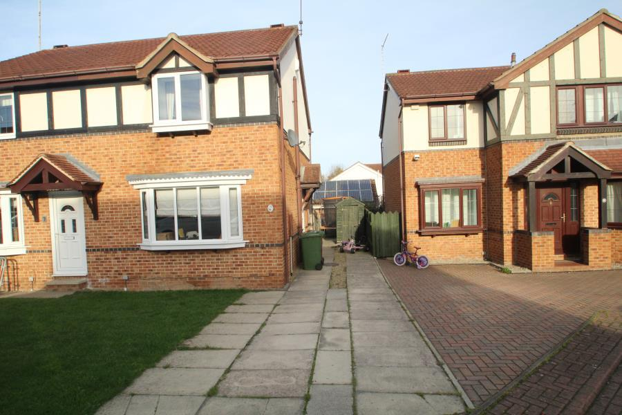 3 Bedrooms Semi Detached House for sale in CHESTERTON COURT, HORBURY, WAKEFIELD, WF4 5QU