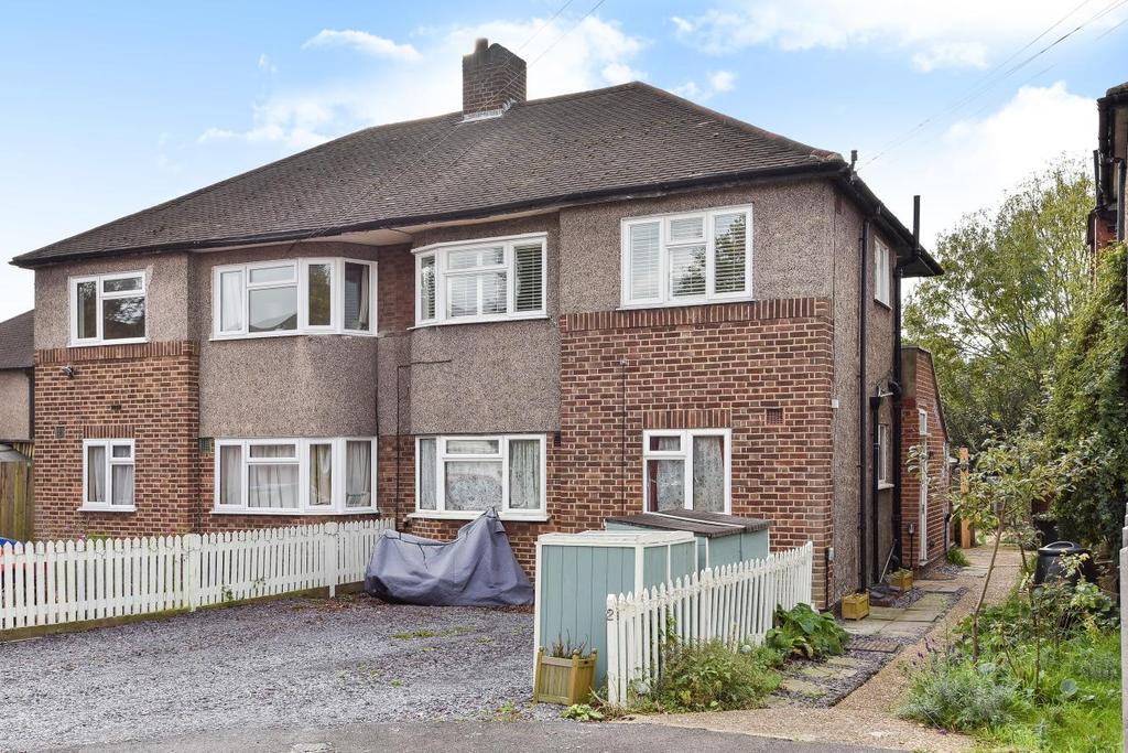 2 Bedrooms Maisonette Flat for sale in Holmesdale Close, South Norwood
