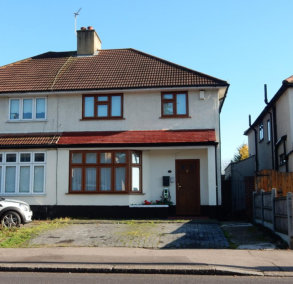 3 Bedrooms Semi Detached House for sale in Upper Rainham Road, Hornchurch RM12