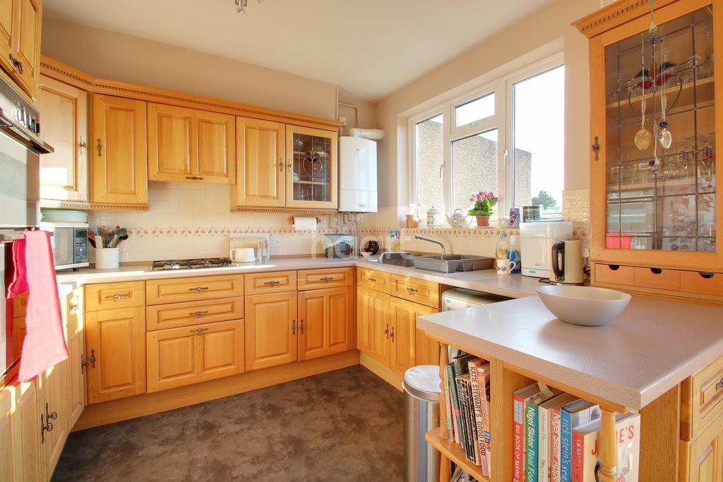 4 Bedrooms Semi Detached House for sale in Parkway, Raynes Park, London, SW20