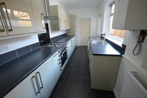 3 bedroom terraced house to rent - Woolmer Road, The Embankment