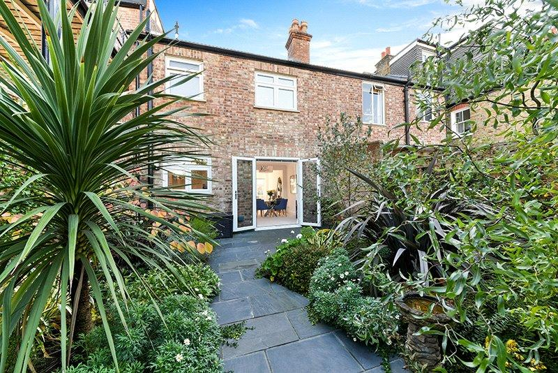 3 Bedrooms Semi Detached House for sale in Cranbrook Road, London, W4